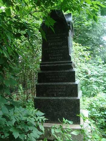 Старейший  памятник купцу Житкову